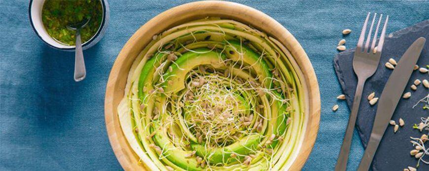 Recette détox d'automne : salade de courgettes râpées et graines germées