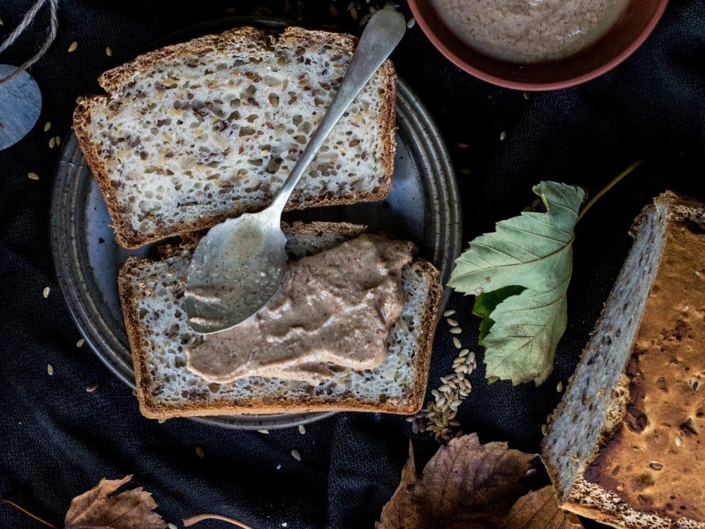 Tartine beurre d'amande pour le brunch - Les Jus PAF